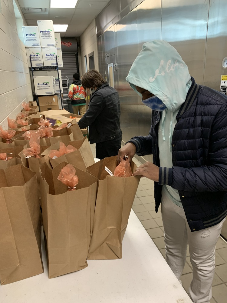 Students, staff work together for food delivery program